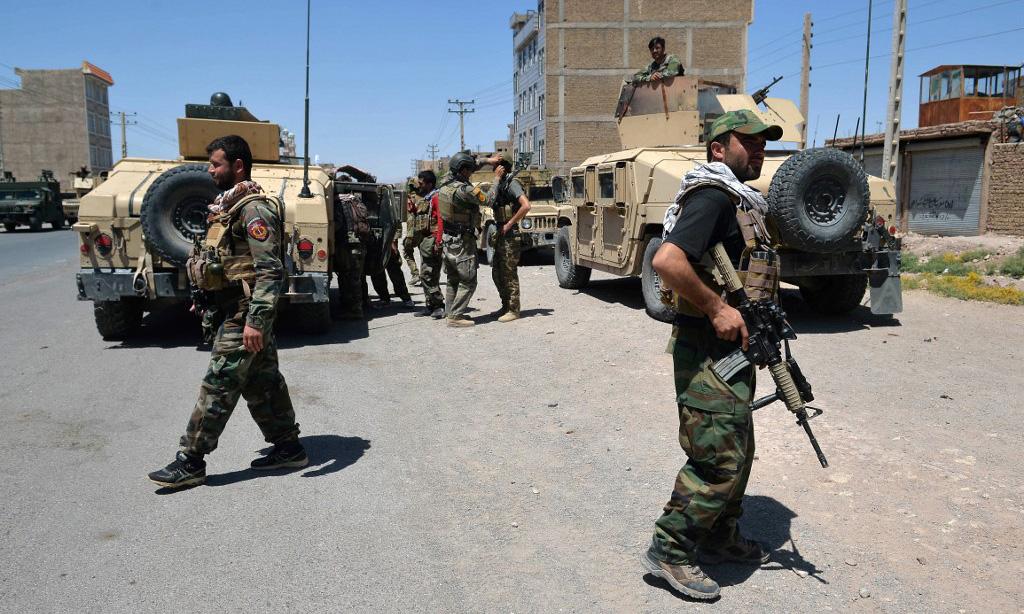 Các binh sĩ Quân đội Quốc gia Afghanistan tại huyện Enjil, tỉnh Herat, hôm 1/8. Ảnh: AFP.