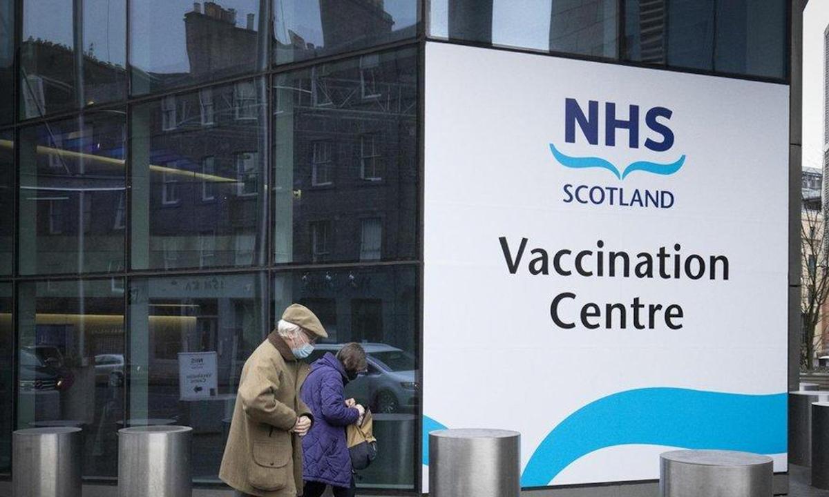 Lối vào điểm tiêm chủng Covid-19 tại Trung tâm Hội nghị Quốc tế Edinburgh ở Scotland hồi tháng 2. Ảnh: PA.