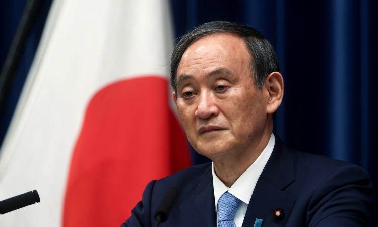 Thủ tướng Nhật Bản Yoshihide Suga trong cuộc họp báo tại Tokyo hôm 28/5. Ảnh: Reuters.