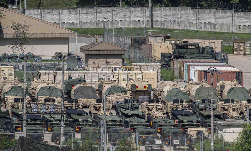 Các phương tiện Mỹ tập kết ở căn cứ Casey tại Hàn Quốc ngày 5/8. Ảnh: Yonhap.