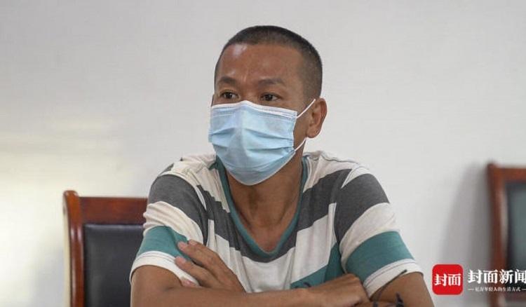 Cha của Toàn Hồng Thiền trả lời truyền thông hôm 9/8. Ảnh: SCMP.