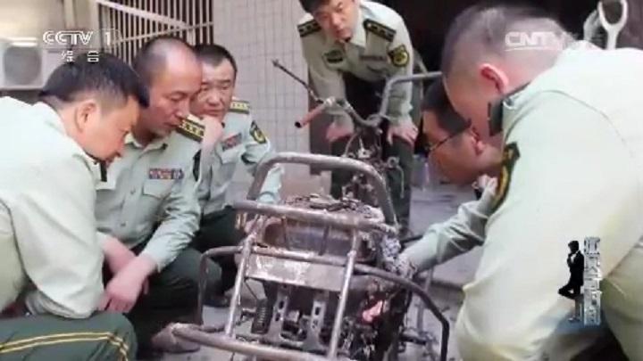 Xác chiếc xe máy điện được gửi đến cơ quan giám định để xem xét khả năng chập cháy. Ảnh: CCTV
