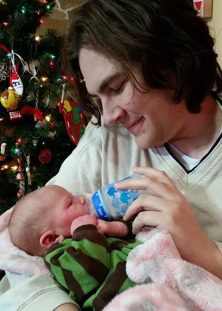 Michael Thedford và con gái quá cố, bé Fern. Ảnh: Texas Monthly
