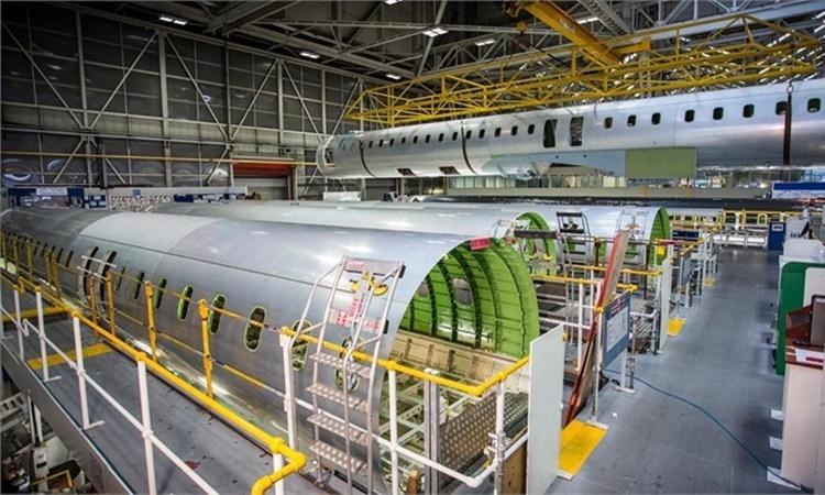 Bên trong một xưởng chế tạo máy bay của Bombardier Aviation. Ảnh: Bombardier.com.
