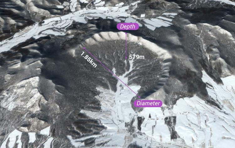 Hố thiên thạch Y Lan rộng 1,85 km và sâu 579 m. Ảnh: SCMP.