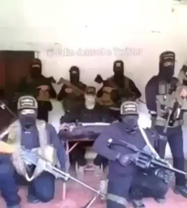 Băng đảng CJNG xuất hiện trong video đe doạ nữ nhà báo. Ảnh: Paginacentral