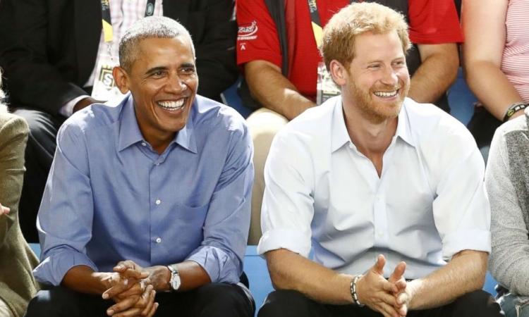 Cựu tổng thống Mỹ Barack Obama (phải) và Harry tại Thế vận hội Invictus ở Toronto hồi tháng 9/2017. Ảnh: Reuters.
