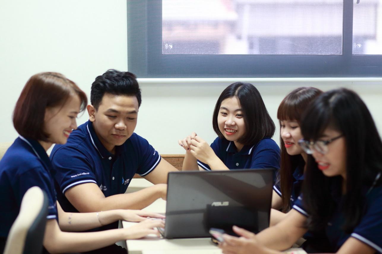 Kỹ năng nghề nghiệp vững vàng, sở hữu trình độ ngoại ngữ tốt, tin học văn phòng thành thạo là những thế mạnh của sinh viên Cao đẳng Hoa Sen.