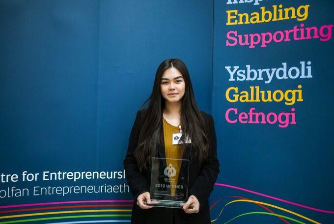 Nikki Phạm đạt giải trong cuộc thi ý tưởng khởi nghiệp của trường Đại học Cardiff Metropolitan. Ảnh:Nhân vật cung cấp.