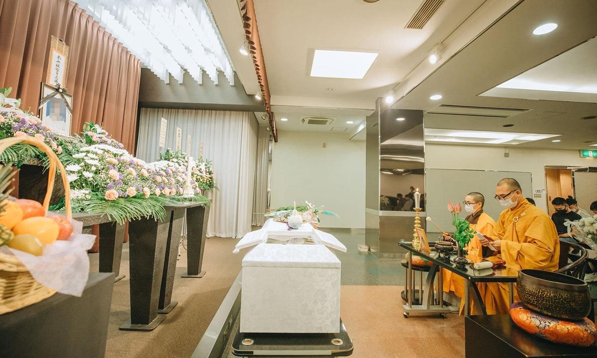 Lễ cầu siêu cho nạn nhân người Việt tại nhà tang lễ Minami Osaka hôm 11/8. Ảnh: Facebook/Thích Đức Trí.
