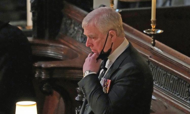Hoàng tử Anh Andrew trong tang lễ Hoàng thân Philip ở Windsor hôm 17/4. Ảnh: AP.