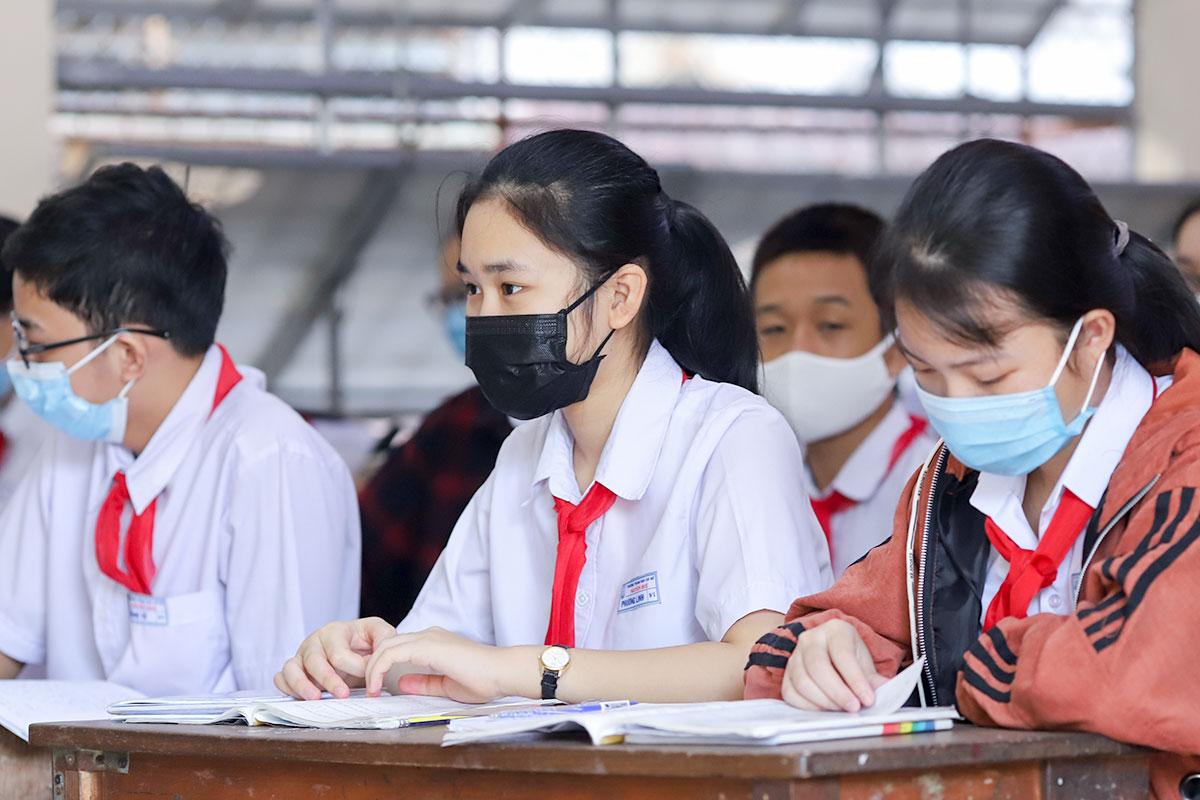 Học sinh trường THCS Nguyễn Huệ (quận Hải Châu, Đà Nẵng) đeo khẩu trang trong lớp học, tháng 9/2020. Ảnh: Nguyễn Đông.
