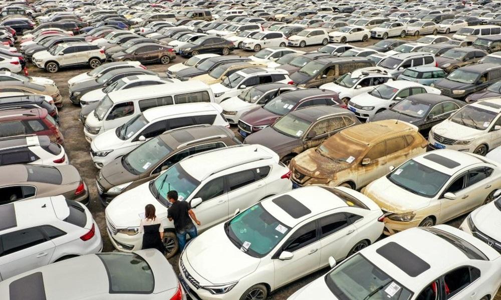 Nghĩa địa hàng trăm nghìn chiếc xe bị hư hại sau trận lũ lịch sử ở Trịnh Châu tháng trước. Ảnh: AFP.