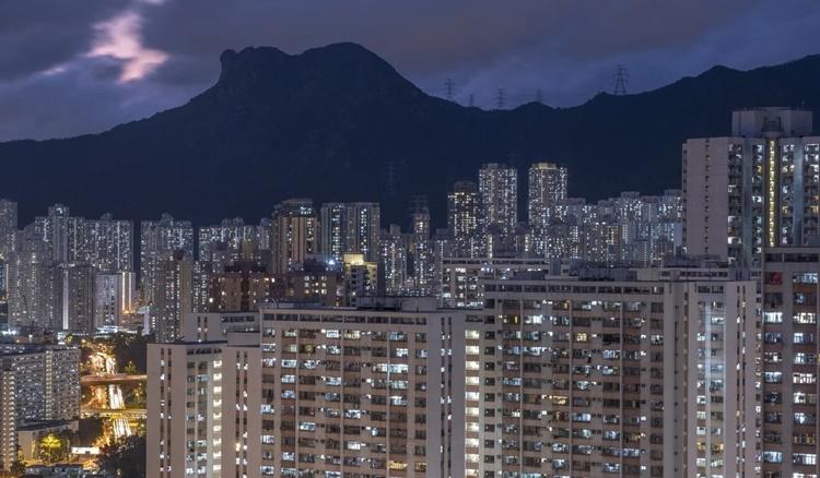 Một góc đặc khu Hong Kong khi trời về đêm. Ảnh: SCMP.