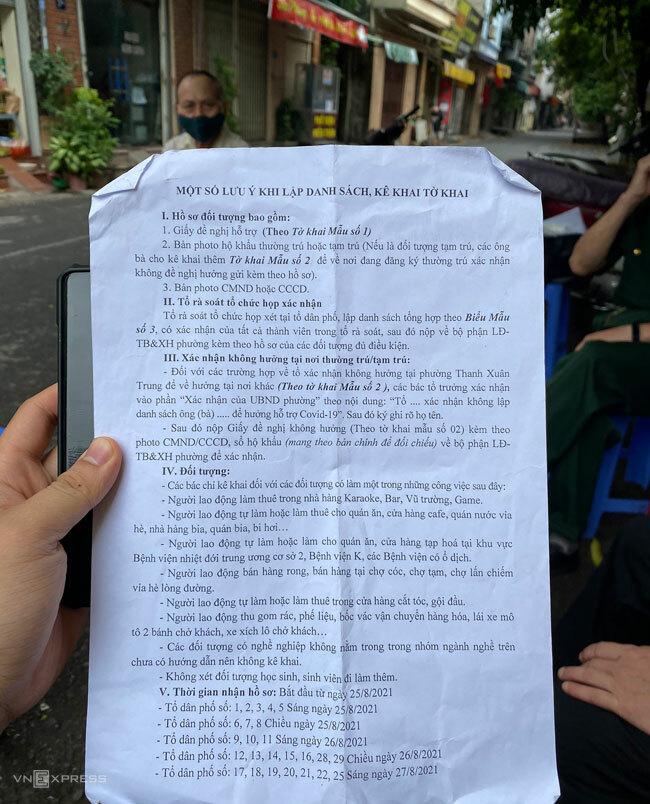 Thủ tục kê khai tờ khai mà Vũ Thái Hòa nhận được từ tổ dân phố. Ảnh: Hồng Chiêu
