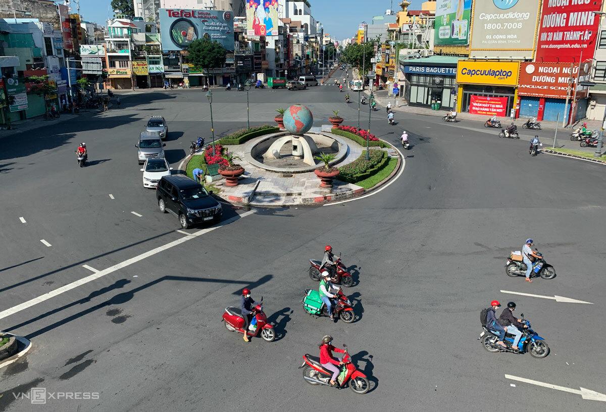 Vòng xoay Lăng Cha Cả, Quận Tân Bình, ngày 12/8. Ảnh: Quỳnh Trần