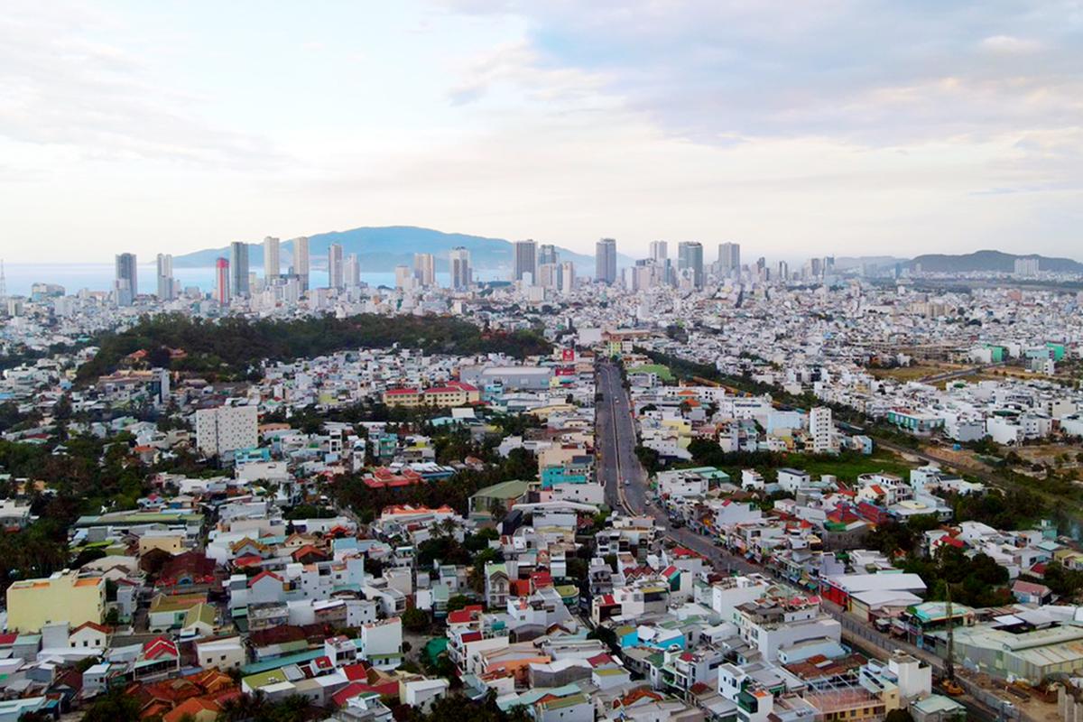 Một góc TP Nha Trang nhìn từ trên cao trong thời gian giãn cách xã hội, hồi cuối tháng 7. Ảnh: Nguyễn Tình.