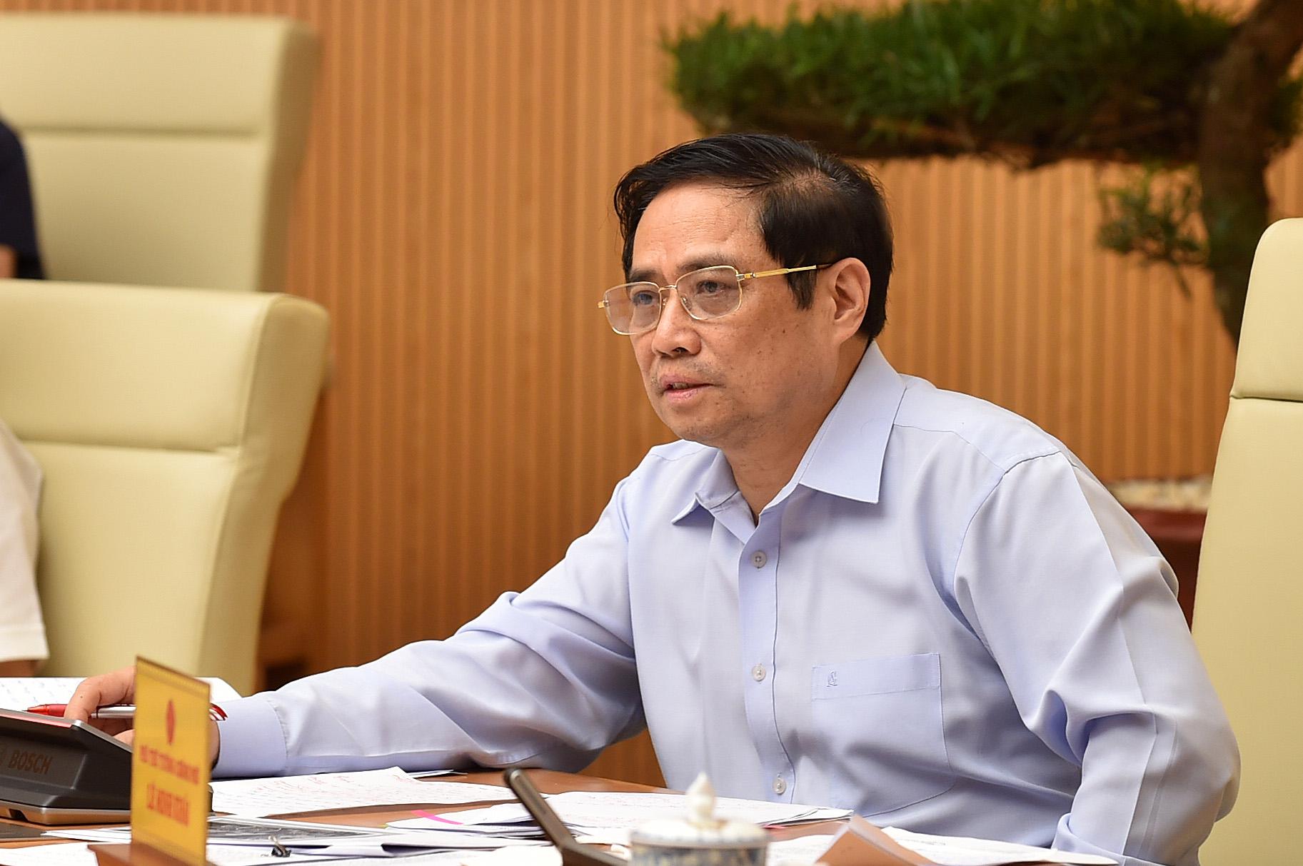 Thủ tướng Phạm Minh Chính chủ trì họp Thường trực Chính phủ với các địa phương về phòng chống Covid-19, sáng 15/8. Ảnh: Nhật Bắc