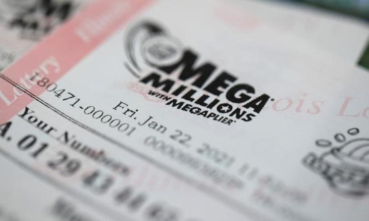 Một tờ vé số Mega Millions của Mỹ. Ảnh: CNN.