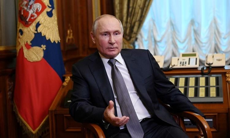 Tổng thống Nga Vladimir Putin tại Saint Petersburg ngày 13/7. Ảnh: Reuters.