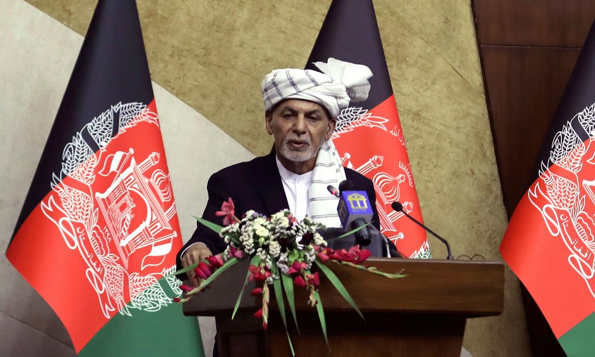 Tổng thống Ghani họp báo ở Kabul hôm 2/8. Ảnh: AP.