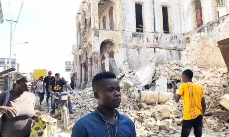 Nhiều công trình bị đổ sập do động đất tại thành phố Jeremie, Haiti, ngày 18/4. Ảnh: Reuters.