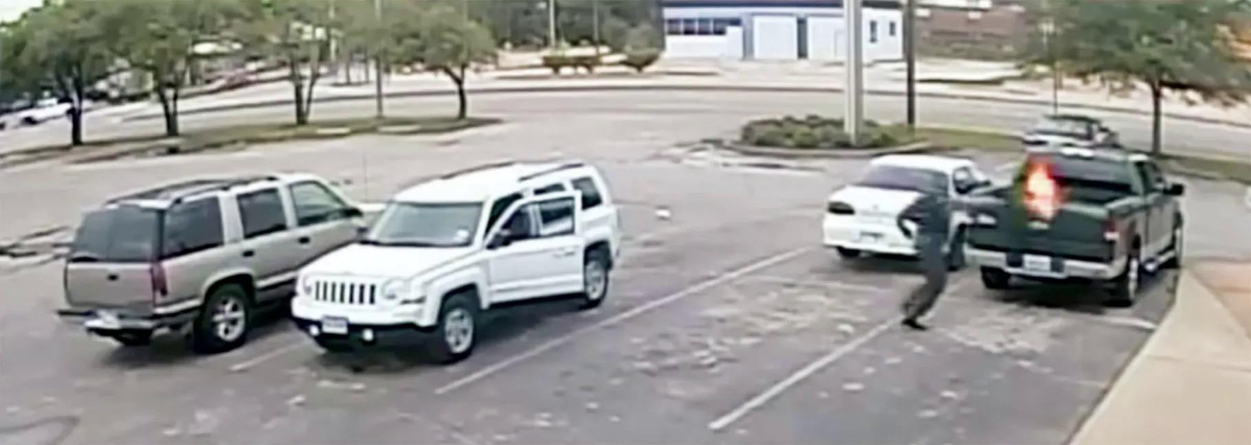 Ảnh cắt video được FBI công bố  về vụ cướp tại Ngân hàng Bank of America ngày 6/ 11/ 2015. Ảnh: FBI