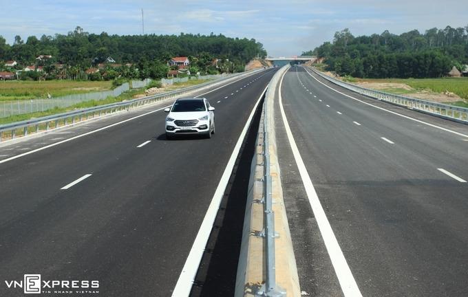 Một đoạn cao tốc Đà Nẵng - Quảng Ngãi do VEC quản lý.Ảnh: Đắc Thành.