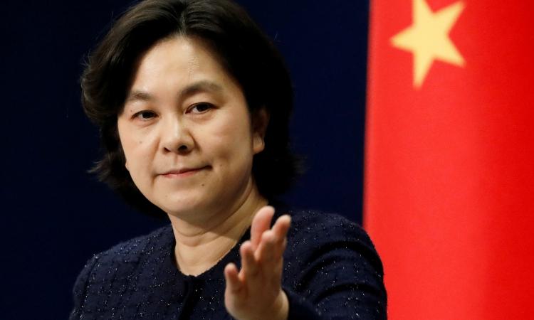 Phát ngôn viên Bộ Ngoại giao Trung Quốc Hoa Xuân Oánh trong cuộc họp báo ở Bắc Kinh hôm 21/1. Ảnh: Reuters.