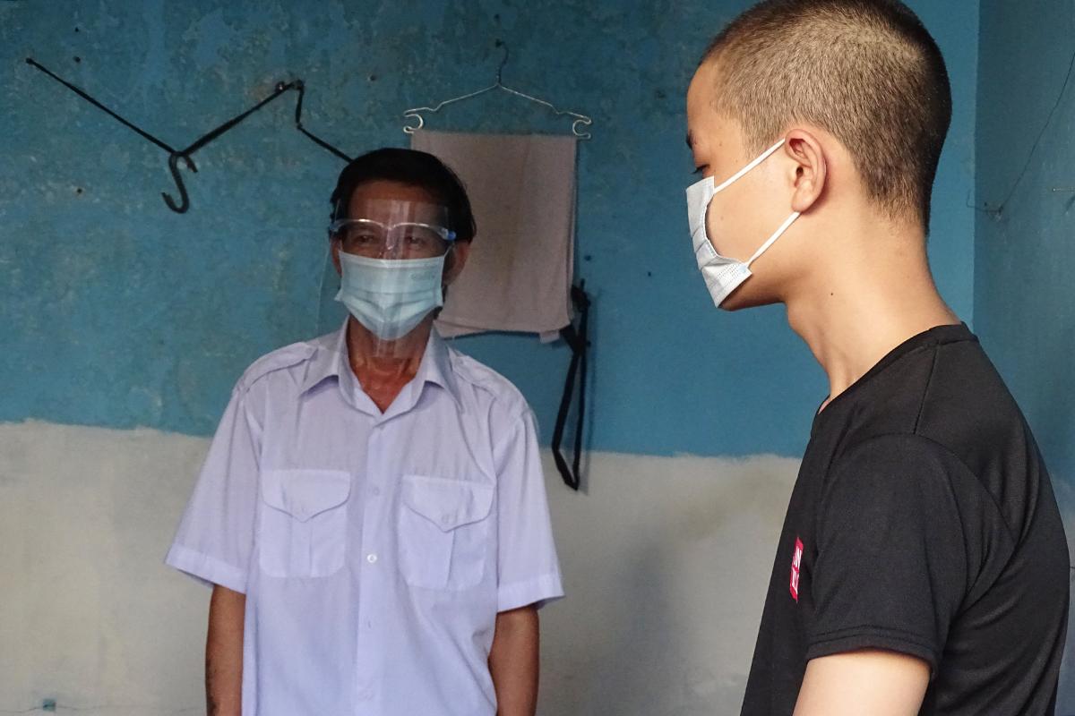 Ông Đỗ Viết Sau được bố trí ở tạm tại phòng trọ, phường Long Bình, TP Thủ Đức, ngày 16/8. Ảnh: Hà An