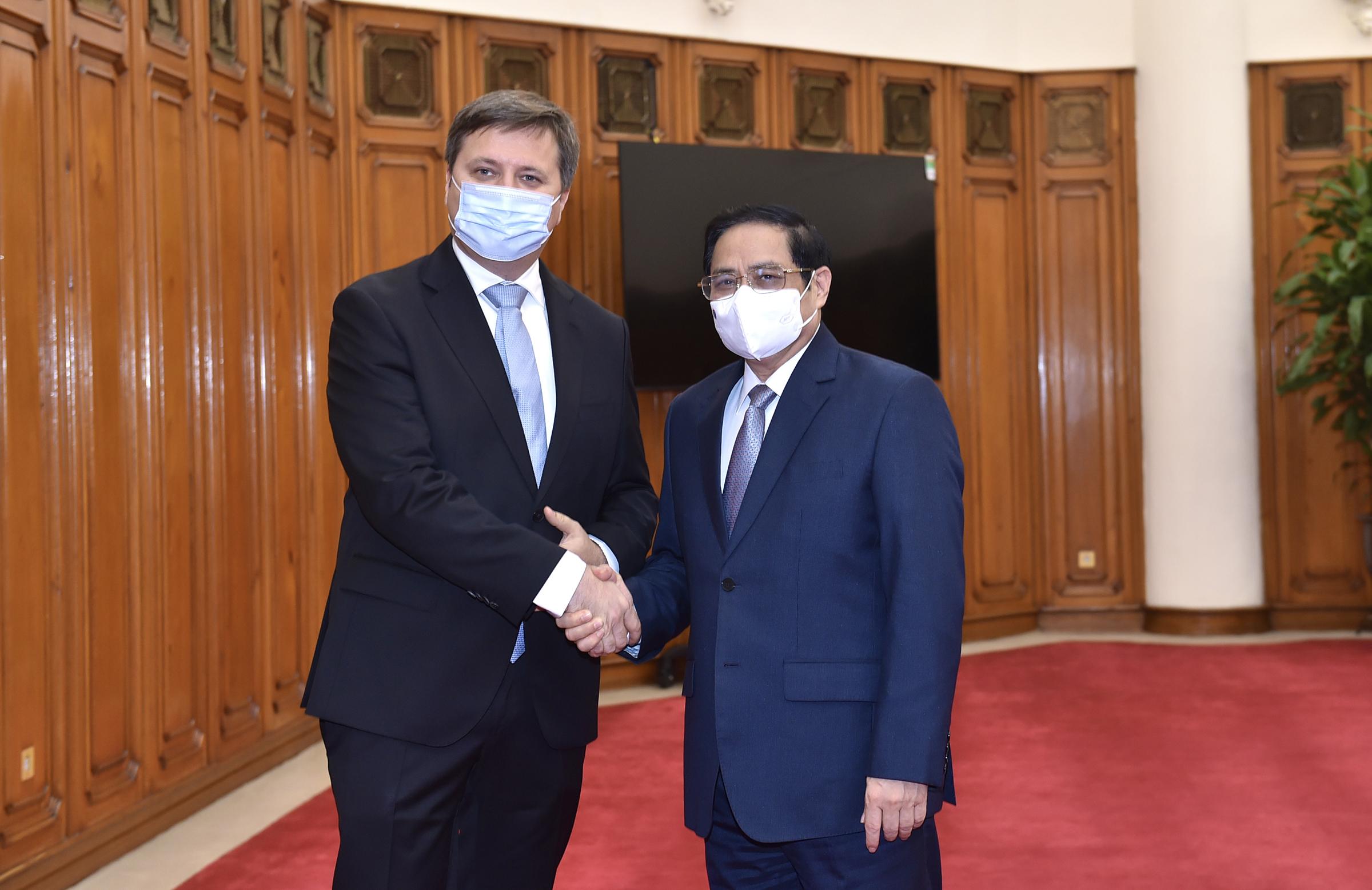 Thủ tướng Phạm Minh Chính tiếp Đại sứ Ba Lan Wojciech Gerwel, chiều 17/8. Ảnh: Nhật Bắc
