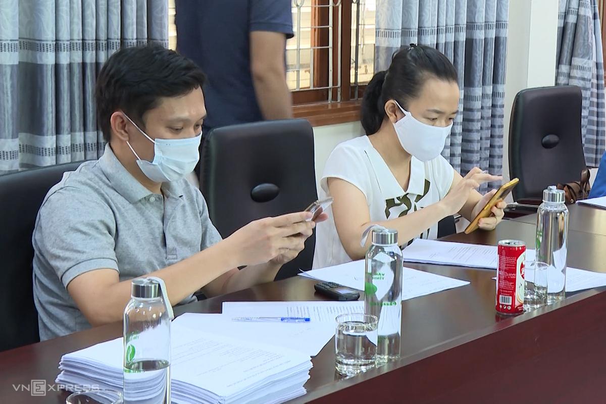 Tổng đài của tỉnh Quảng Bình tiếp nhận thông tin từ người dân ở TP HCM và các tỉnh phía nam. Ảnh: Hoàng Táo