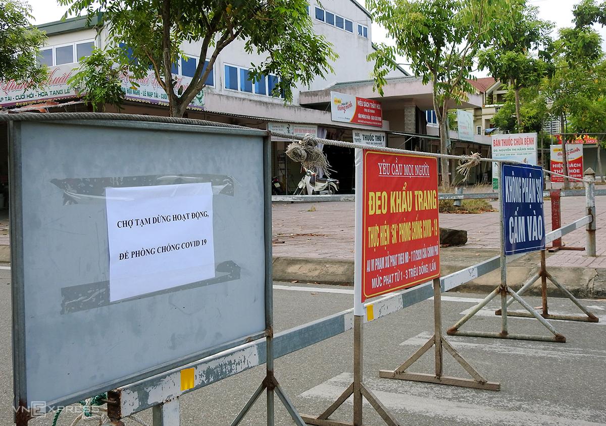 Trung tâm Thương mại, chợ thị xã Hồng Lĩnh tạm dừng hoạt động từ ngày 16/8. Ảnh: Đức Hùng