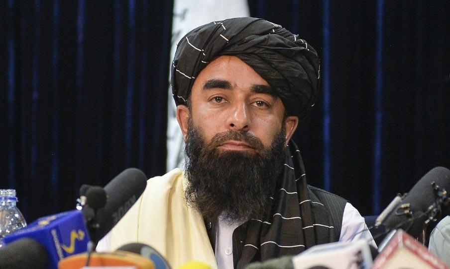 Phát ngôn viên Taliban Zabihullah Mujahid trong cuộc họp báo tại Kabul, Afghanistan, hôm 17/8. Ảnh: AFP.