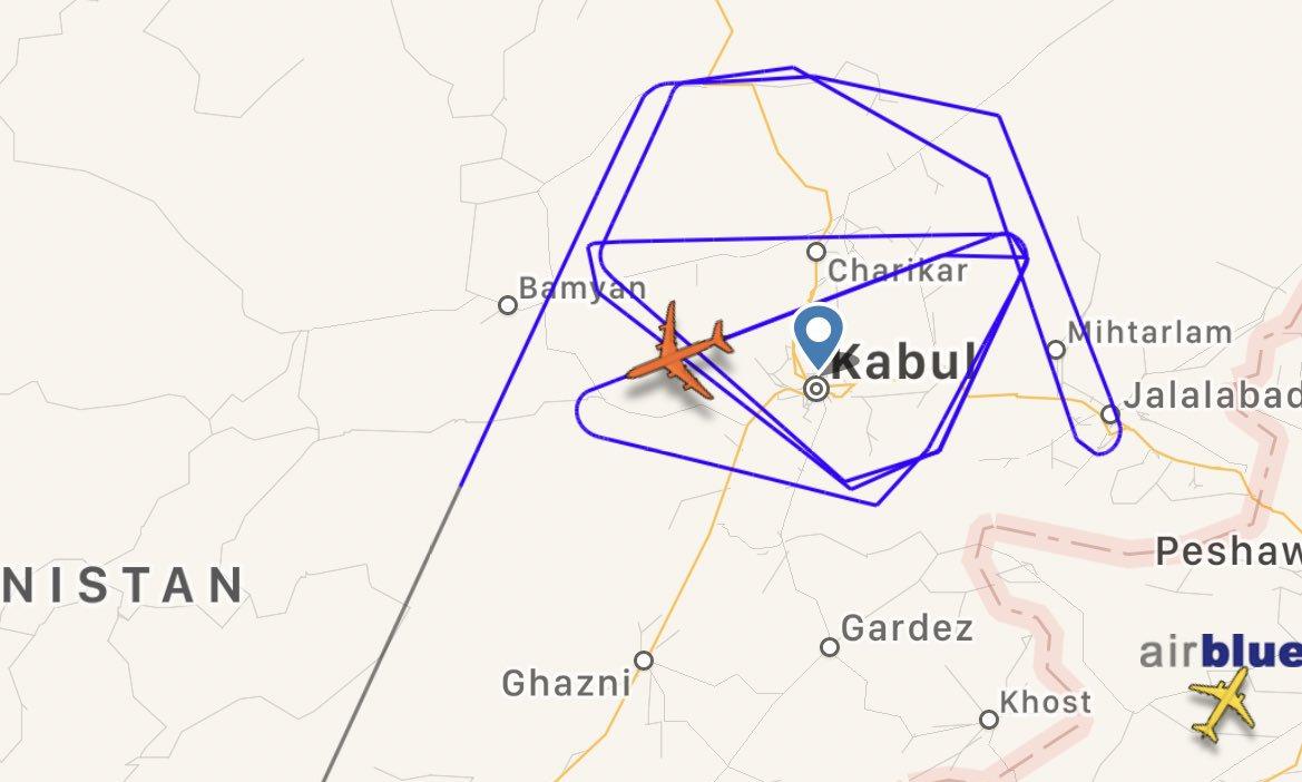 Đường bay của chiếc RC-135W hôm 17/8. Đồ họa: FlightRadar24.