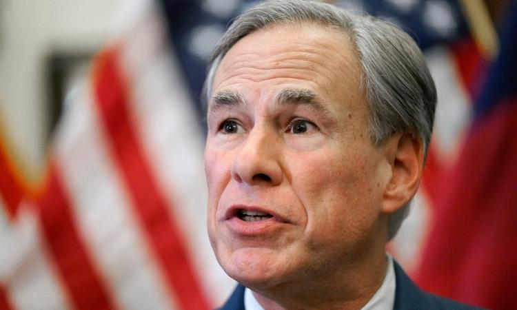 Thống đốc Texas Greg Abbott phát biểu tại một cuộc họp báo ở Austin hôm 8/6. Ảnh: AP.