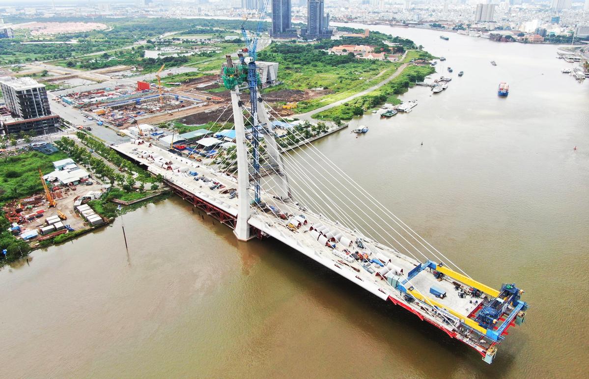 Công trình cầu Thủ Thiêm 2 nối TP Thủ Đức với quận 1, hồi giữa tháng 7. Ảnh: Hạ Giang