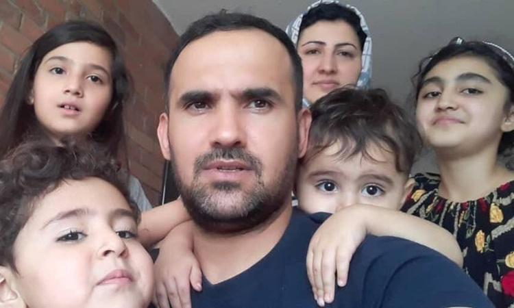 Gia đình 6 người nhà Ehsan Saadat. Ảnh: Thestar.com.