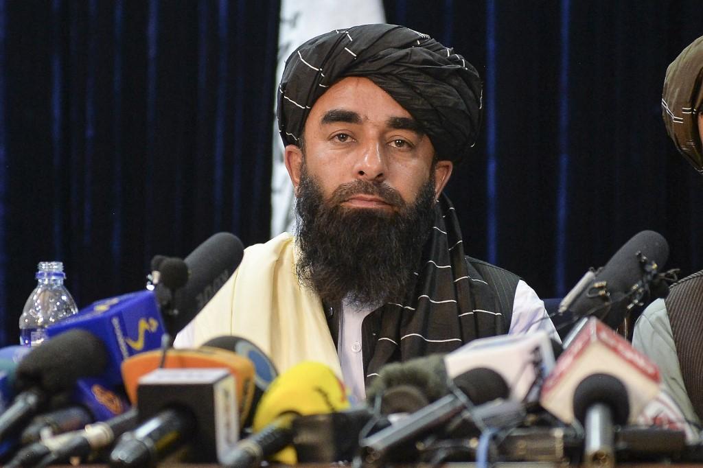 Zabihullah Mujahid, phát ngôn viên Taliban, trong cuộc họp báo đầu tiên ở Kabul hôm 17/8 sau khi Taliban tiếp quản Afghanistan. Ảnh: AFP