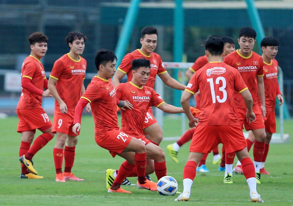 Tuyển Việt Nam tập luyện tại Trung tâm đào tạo bóng đá trẻ Việt Nam chiều 18/8.