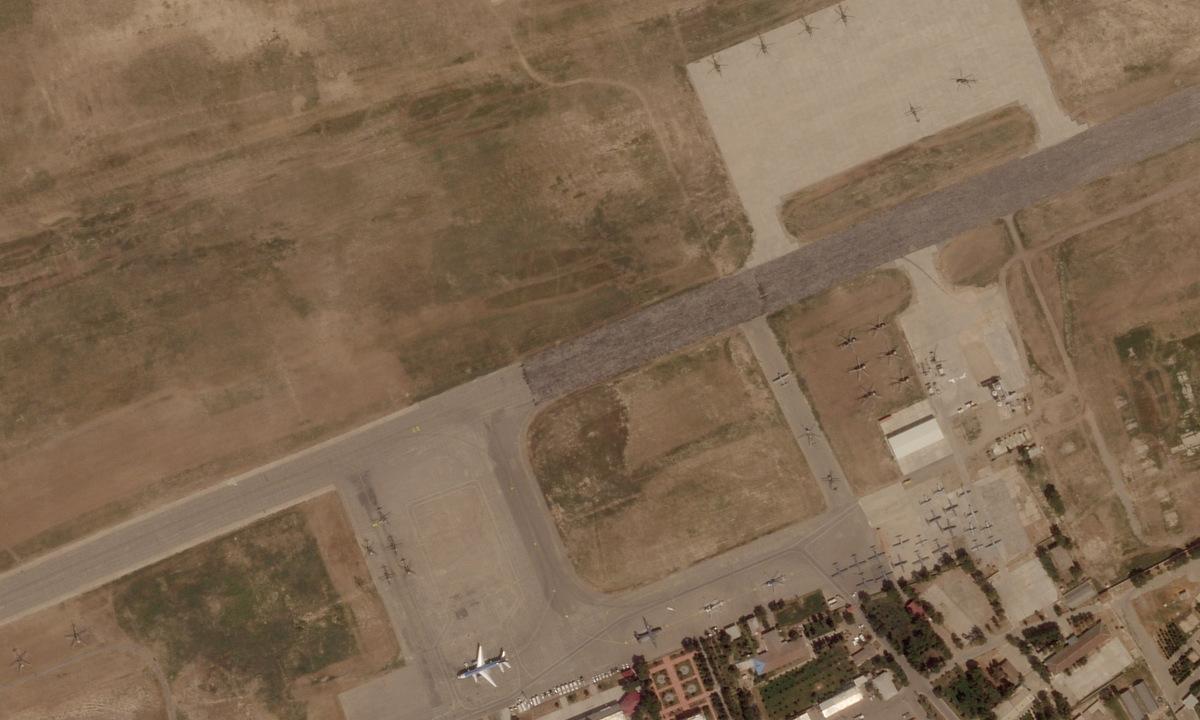 Máy bay của không quân Afghanistan xếp kín một góc sân bay Termez, Uzbekistan ngày 16/8. Ảnh: Planet Labs.