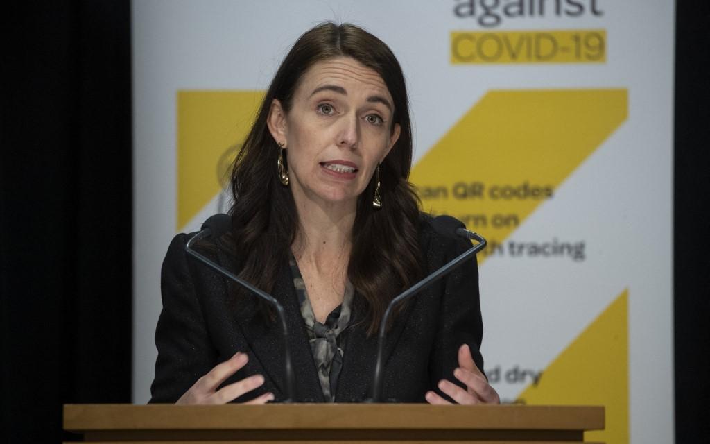 Thủ tướng New Zealand Jacinda Ardern phát biểu về Covid-19 tại Wellington ngày 18/8. Ảnh: AFP