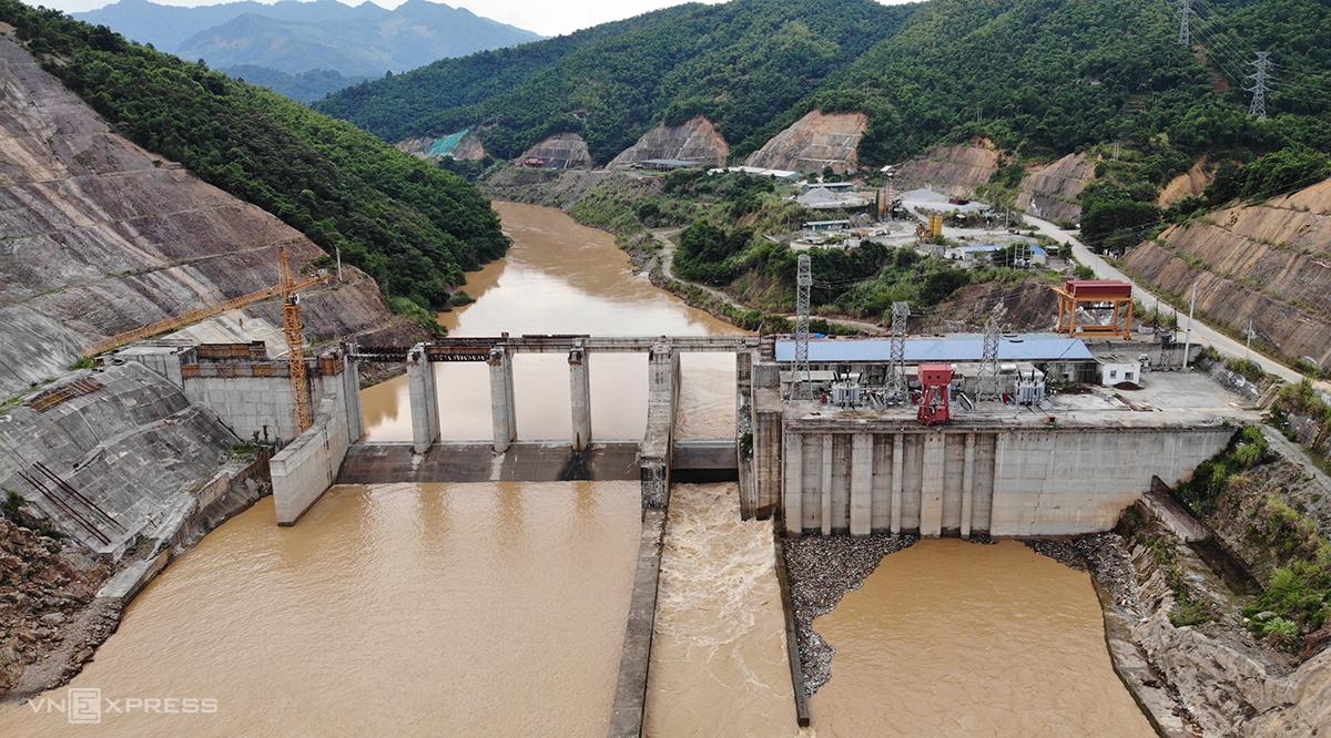 Thuỷ điện Hồi Xuân đã thi công hơn 90% khối lượng song phải tạm dừng do thiếu hụt nguồn vốn. Ảnh: Lê Hoàng.