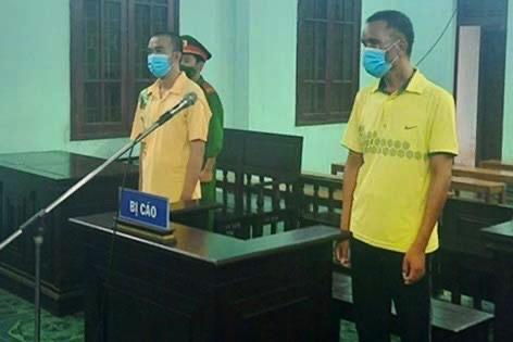 Bị cáo Y Bi Mlô và Trần Minh Chí tại toà,