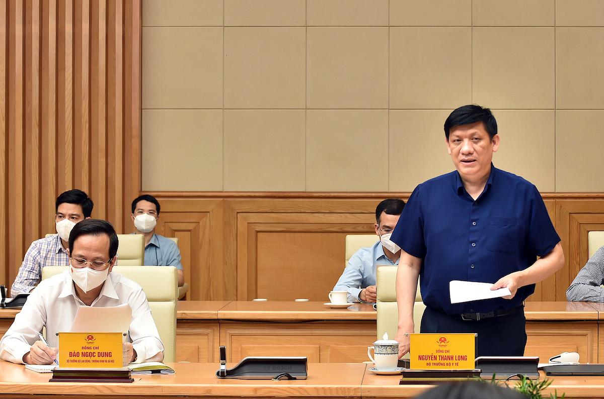 Bộ trưởng Y tế Nguyễn Thanh Long báo cáo tại cuộc họp. Ảnh: Nhật Bắc