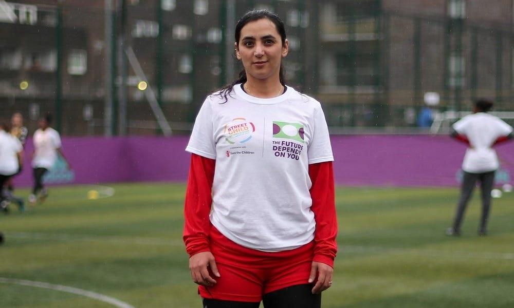 Cựu đội trưởng đội tuyển bóng đá nữ Afghanistan Khalida Popal tham dự một buổi tập ở London, Anh năm 2018. Ảnh: AFP.