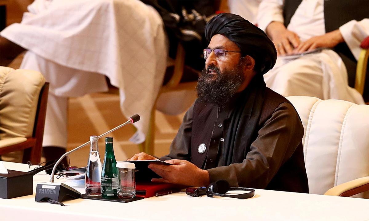 Phó thủ lĩnh Taliban Mullah Abdul Ghani Baradar trong một cuộc họp ở Doha, Qatar tháng 12/2020. Ảnh: Reuters.
