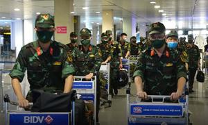 Đoàn quân nhân đầu tiên từ Hà Nội vào TP HCM