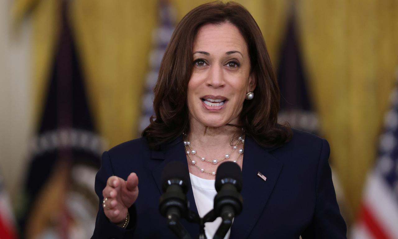 Phó tổng thống Mỹ Kamala Harris phát biểu tại Nhà Trắng hôm 10/8. Ảnh: Reuters.