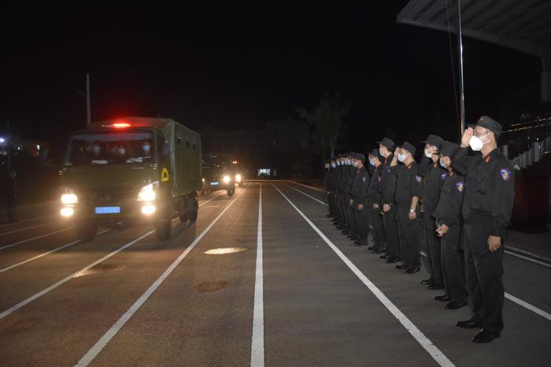 Cán bộ, chiến sĩ Trung đoàn trưởng Cảnh sát cơ động Trung Bộ lên đường làm nhiệm vụ. Ảnh: Bộ Công an